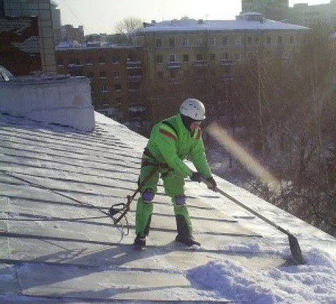 чистка снега с крыши пермь